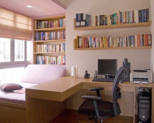 I really like the layout of this home office. It has an area for work with the desk facing the window a relaxing reading area which could also double as a ... & Great idea for a home office/ guest bedroom/ relaxing reading area ...