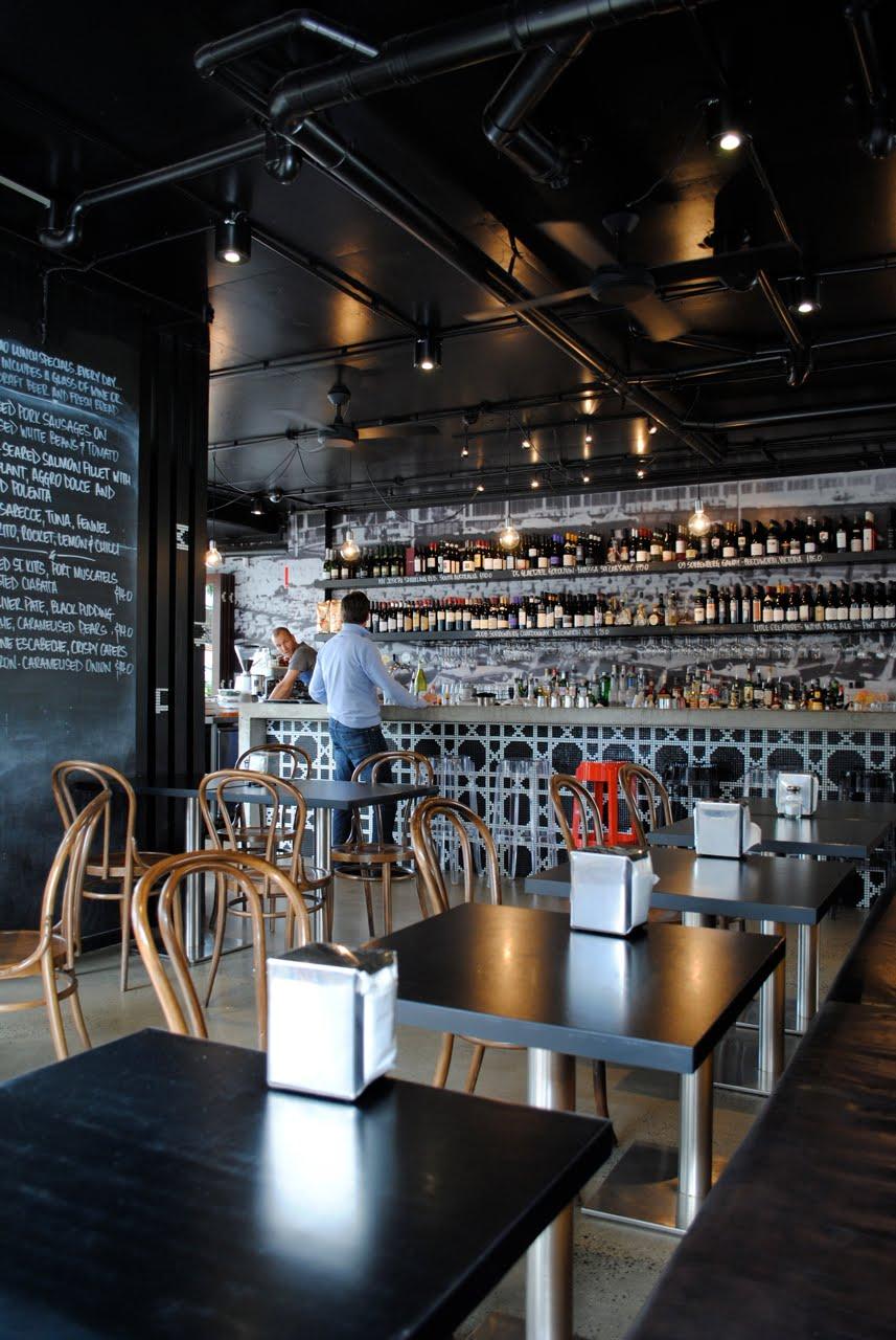 Wine bar design hungarian wine bar interior design ideas for Home wine bar design ideas